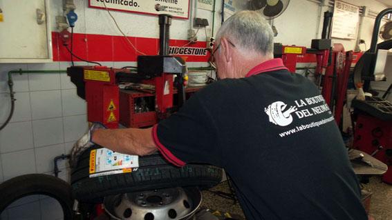 nuestros-servicios-reparacion-pinchazos-small-02